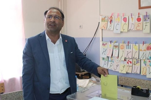 Özcan Purçu ilk roman milletvekili chp