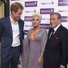 Lady Gaga'nın dekoltesi prensi şaşı etti!
