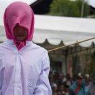 Endonezya'da üniversitelilere kırbaç cezası