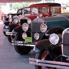 Haliç Kongre Merkezi'nde klasik arabalar yarıştı...