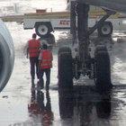 Atatürk Havalimanı apronuna yıldırım düştü
