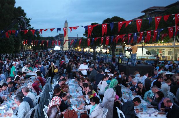 Sultanahmet Meydanı'nda 12 bin kişilik dev iftar buluşması