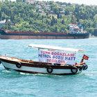 Boğaz'da petrol tankeri protestosu