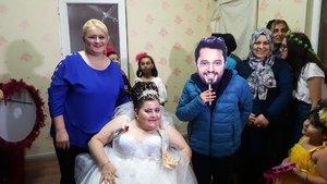 Murat Boz maskeli temsili damatla evlendi
