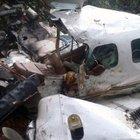 Anne ile bebeği uçak kazasından sonra ormanda bulundu