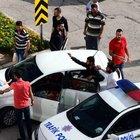 Kavga eden gençler polisi kandırıp olay yerinden kaçtı