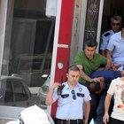 Malatya'da bankaya girmeye çalışan kara çarşaflı iki erkek yakalandı