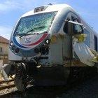 Tren buğday yüklü TIR'la çarpıştı