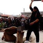 IŞİD ilk kez kadınların kafasını kesti! (+18)