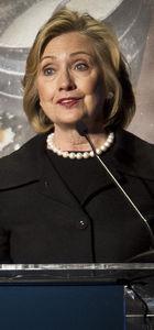 Hillary ve Chelsea Clinton yarım saat için servet istiyor