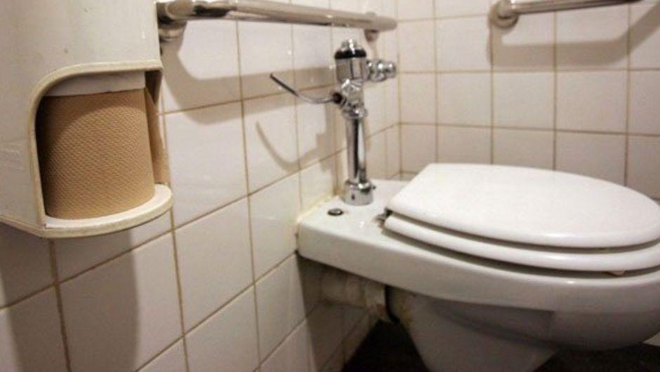 İngiltere'de 8 hafta boyunca tuvalete gitmeyen bir genç kalp krizi sonucu hayatını kaybetti