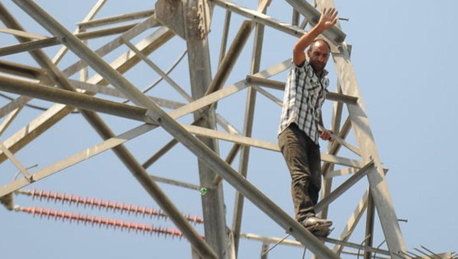 intihar izmir elektrik direği kesinti Göktür Sorguç