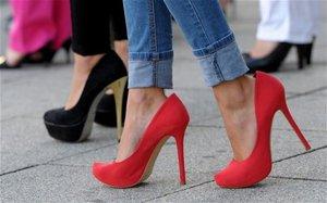 Ayça Kaşıkçı, topuklu ayakkabı giyen kadınlara uyarılarda bulundu