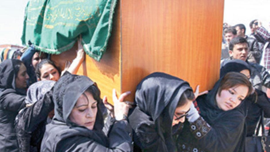 Afganistan'da linç edilen Ferhunde adlı genç kızın linç edildiği olayda idam cezası kararı bozuldu