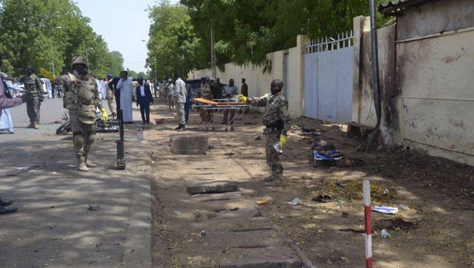 Boko Haram militanlarının camilere düzenlediği saldırılarda oruçlarını açmadan önce ibadet eden yaklaşık 100 kişi hayatını kaybetti