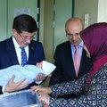 Davutoğlu'ndan Mehmet Şimşek'e ziyaret