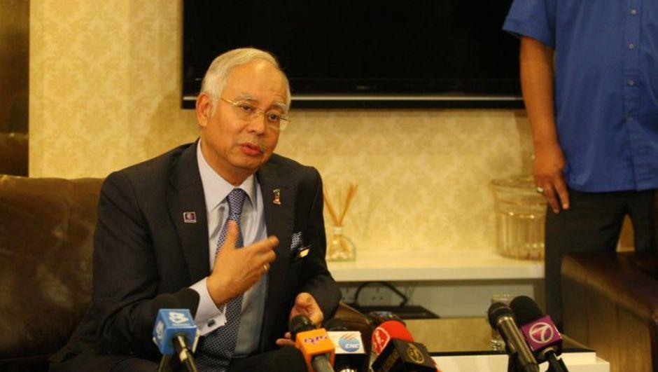 Malezya'da, devlete ait yatırım şirketinden milyonlarca doların Başbakan Rezak'ın kişisel hesaplarına aktarıldığı iddia edildi. Malezya Başbakanlık Ofisi'nden yapılan açıklamada ise söz konusu iddialar,