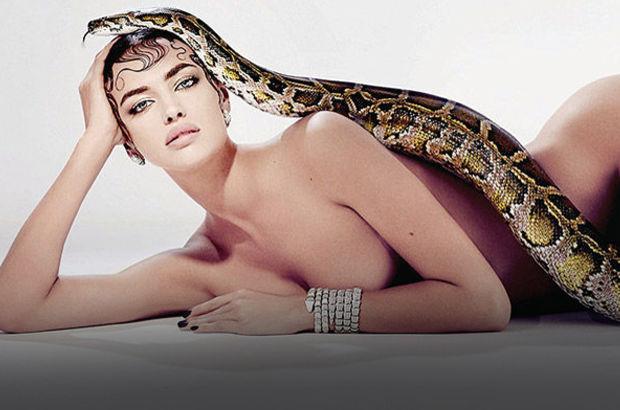 Irina Shayk yılana sarıldı