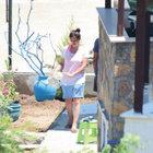 Nurgül Yeşilçay bahçesini temizledi!