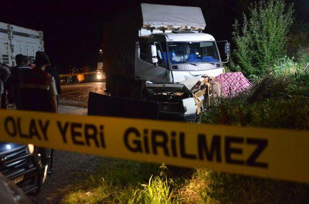 Kamyonla otomobil çarpıştı: 5 ölü