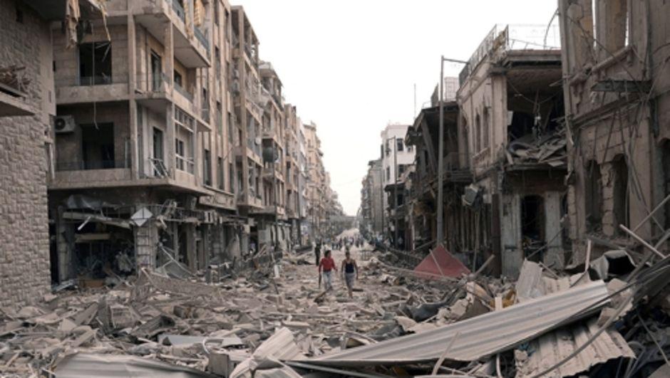 Suriye İnsan Hakları Örgütü'nün açıkladığı rapora göre Suriye'de içsavaştan ötürü hayatını kaybedenlerin sayısı 350 bini geçti