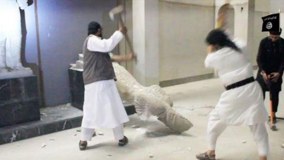 Suriye Müzeler ve Tarihi Eserler Genel Müdürlüğü IŞİD'in Palmira Antik Kenti'ndeki ünlü 'El Lat Aslanı' heykelini parçalara ayırdığını doğruladı