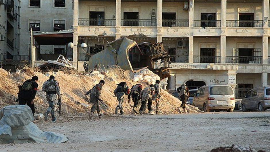 Dün operasyona başlayan muhalifler ilerleyişini sürdürüyor. Suriye Türkmen Milli Hareket Partisi Başkan Yardımcısı Cevizci, Halep'te en güçlü 12 muhalif grubun