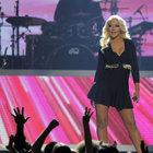 Christina Aguilera yardım ziyaretine gitti, klimalı çadırda parti verdi