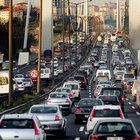 İstanbul'da trafikte zikzak çizen yandı