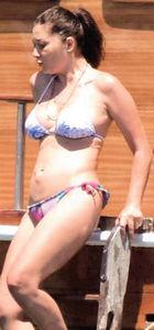 Nurgül Yeşilçay  brazilian bikinisiyle nefes kesti