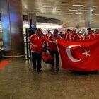 15 madalya alan İstanbul İtfaiyesi kafilesi yurda döndü
