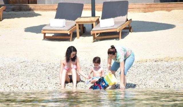 Ahu Yağtu ve oğlu Kemal Cem Yılmaz'ın evinde tatil yapıyor