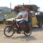 Burak Özçivit ve Murat Boz'un mobiletle set turu
