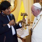 Papa Francis'e orak-çekiç hediye edildi