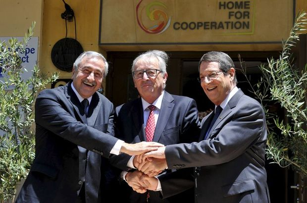 AB Komisyonu Başkanı Juncker, Kıbrıs'ta liderlerle bir araya geldi ve süreci desteklediği mesajını verdi