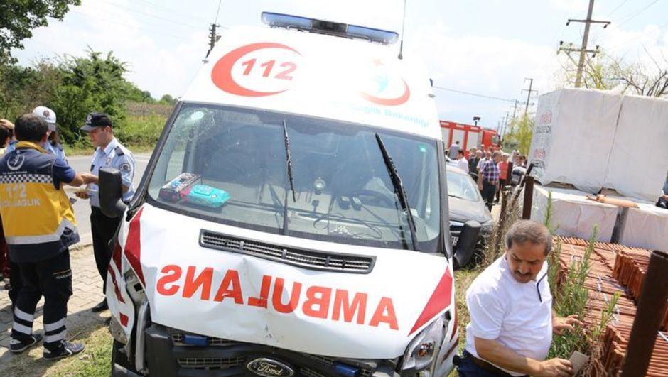sakarya kaza ambulans otomobil