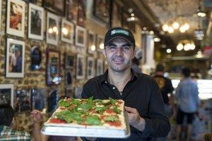 ABD'de evsiz Türk'ün pizza impartorluğuna uzanan yolculuğu
