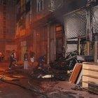 Fatih'te yangın: Alevlerin arasında kalan 3 kişiyi itfaiye kurtardı