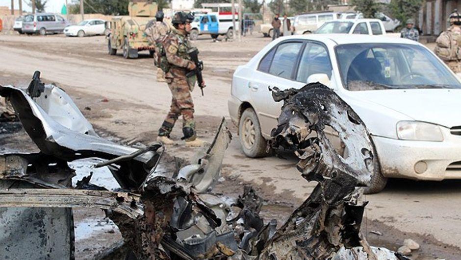 Irak'ın Diyala kentindeki semt pazarında düzenlenen bombalı saldırıda hayatını kaybedenlerin sayısının 100'e yükseldiği bildirildi