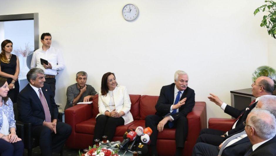 mhp chp koalisyon atışma CHP Genel Başkan Yardımcısı Murat Özçelik MHP Genel Başkan Yardımcısı Mevlüt Karakaya