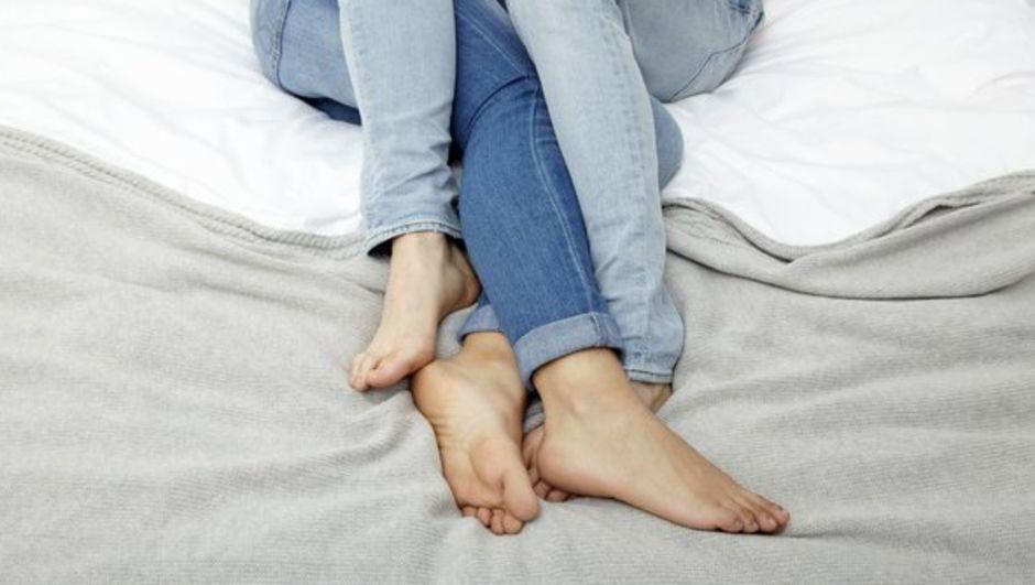 İngiltere'nin Kent kontluğuna bağlı Tonbridge'de yaşayan Toni Jeffery, seks yaparken aşırı gürültü çıkaran komşusunu uyarmak için ilginç bir yönteme başvurdu