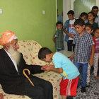 110 yaşındaki Zübeyir dede 107 torunuyla bayramlaştı