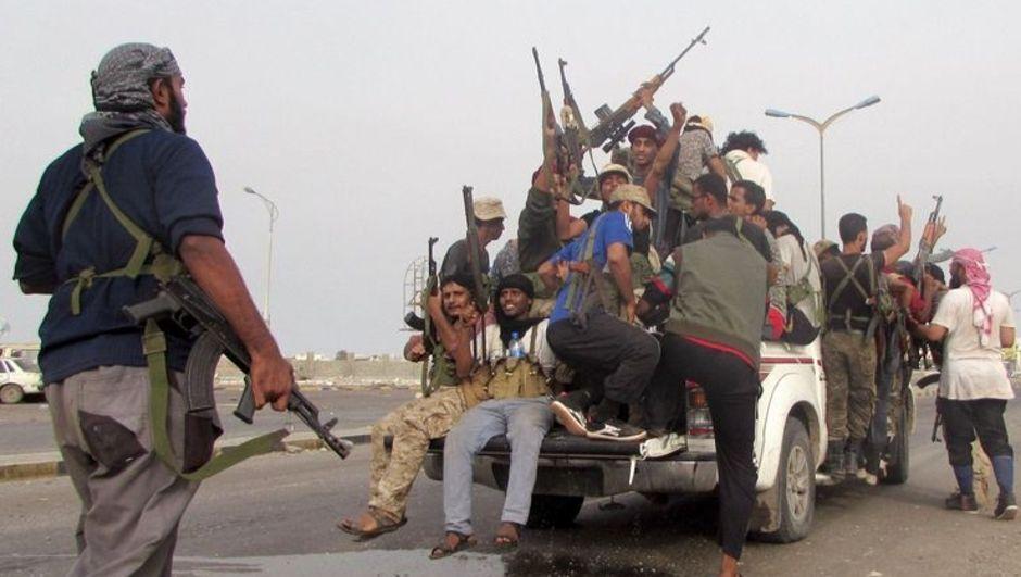 Yemen'in Taiz ve Aden kentlerinde Husiler ile halk direniş güçleri arasında çıkan çatışmalarda 29 kişi hayatını kaybetti, 37 kişi yaralandı