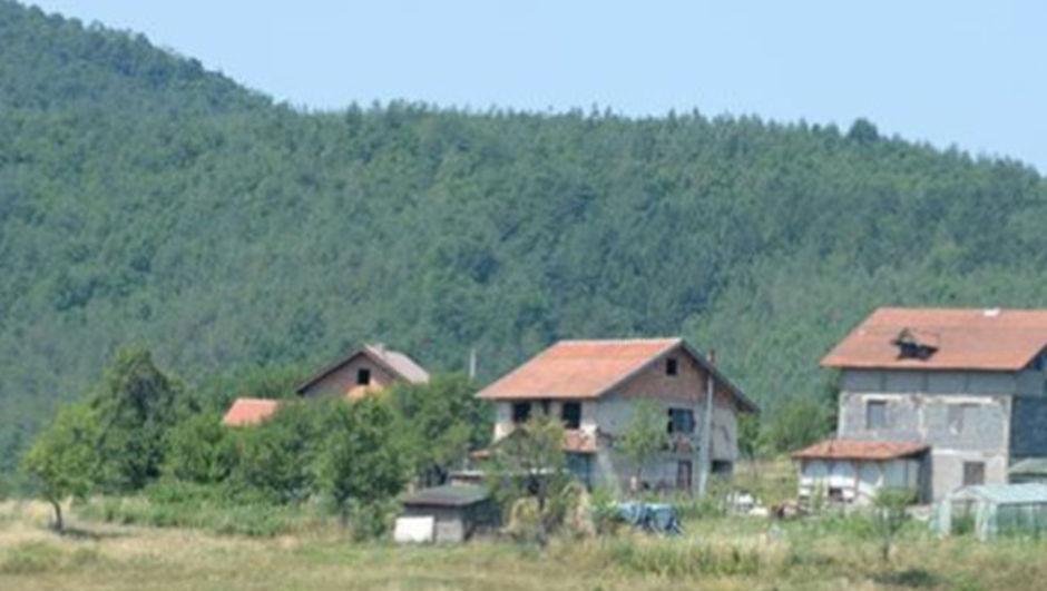 İngiliz Mirror gazetesi IŞİD'in Bosna'da bir köy yakınlarında ev satın aldığı ve burayı Batı'ya yönelik terör saldırıları için üs olarak kullanabileceğini iddia etti