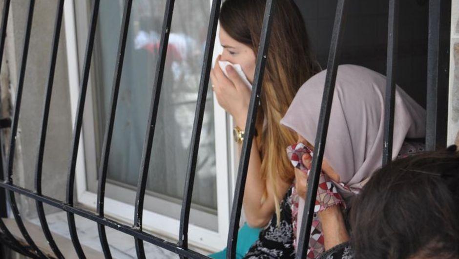 izmir ceset kadın cinayet bayraklı halı