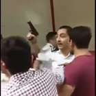 Taksim Metrosunda korku dolu anlar! Güvenlik görevlisi silah çekti!
