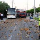 Patates yüklü kamyon yolcu otobüsüne çarptı: 13 yaralı