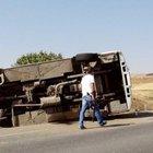 Şanlıurfa'da çevik kuvvet otobüsü devrildi: 4 yaralı