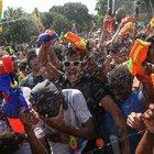 Central Park'ta düzenlenen su savaşı etkinliğine binlerce kişi katıldı...