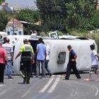 Otomobil minibüse çarptı: 9 yaralı